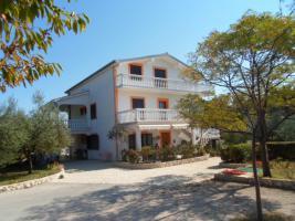 Ferienhaus auf der Insel Vir bis zu 10 Personen, 2 Ferienwohnungen mit grossem Garten