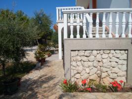 Foto 4 Ferienhaus auf der Insel Vir bis zu 10 Personen, 2 Ferienwohnungen mit grossem Garten