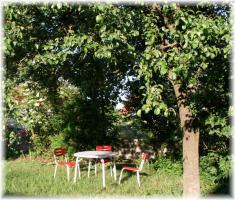 Unterm Birnbaum frühstücken