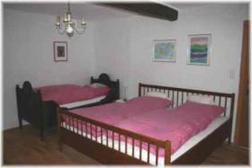 Antik eingerichtetes Schlafzimmer