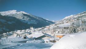 Foto 12 Ferienwohnungen in uriger Burg Tirol Österreich Austria Sommer/Winter