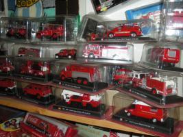 Foto 2 Feuerwehrautos aus aller Welt