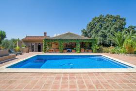 Finca 4600 m² Grundstück mit 2 Häuser und 2 Apartments & Schwimmbad in Malaga / Spanien