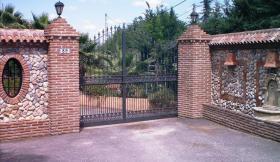 Foto 2 Finca 4600 m² Grundstück mit 2 Häuser und 2 Apartments & Schwimmbad in Malaga / Spanien