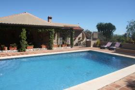 Foto 5 Finca 4600 m² Grundstück mit 2 Häuser und 2 Apartments & Schwimmbad in Malaga / Spanien