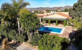 Foto 10 Finca 4600 m² Grundstück mit 2 Häuser und 2 Apartments & Schwimmbad in Malaga / Spanien