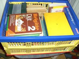 Flohmarkt - Trödelmarkt - 1 Klappkiste Bücher + 1 Kiste Trödelkram