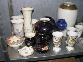 Foto 3 Flohmarktartikel wie Porzellan , Kristallsachen und Bücher etc.