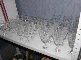 Foto 5 Flohmarktartikel wie Porzellan , Kristallsachen und Bücher etc.