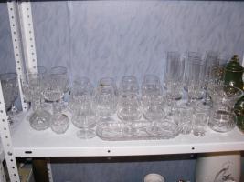 Foto 6 Flohmarktartikel wie Porzellan , Kristallsachen und Bücher etc.