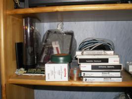 Foto 12 Flohmarktartikel wie Porzellan , Kristallsachen und Bücher etc.