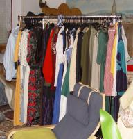 Foto 3 Flohmarktkartons, Haushaltwaren, Kleidung, Tier u. Gartenbedarf