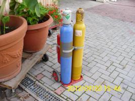 Gasflaschen mit Wagen und Besteck neuwertig