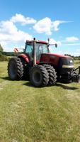 Exklusiv: Traktor fahren mit Arbeiten auf dem Feld