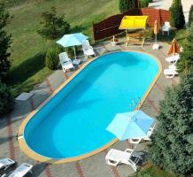 Foto 17 Genießen Sie ungarische  Gastfreundschaft in komplett neu eingerichteten Zimmern mit warmem und freundlichem Ambiente. Der Swimmingpool kann kostenfrei genutzt werden. Genießen Sie die erholsame Ruhe, die wärmende Sonne, von früh bis spät und vor allem de