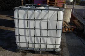 Rekonditionierte IBC Tanks Mit Kunststoffkufen