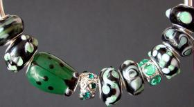 Glas Beads Charms 15- 18 mm Green Line
