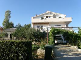 Gruppenhaus in Rtina Miocici ideal fuer 3 Familien 2 + 2, 3 Ferienwohnungen bis zu 12 Personen, 600 m vom Strand, 25 km von Zadar