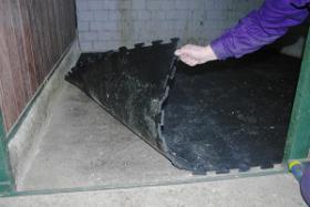 Foto 5 Gummimatten für alle Böden im Pferdebereich auch wasserdurchlässig