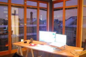 Gute Aussichten. Ein Schreibtisch im Kreuzberger Loftbüro.