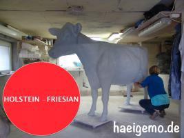 Foto 3 HALLO Buxtehude … Sie möchten gern mal unser hauseigenes Holstein - Friesian Deko Kuh lebensgross - Modell in den unterschiedlichsten Ausführungen kennenlernen … www.dekomitpfiff.de / Tel. 033767 - 30750 / info@dekomitpfiff.de