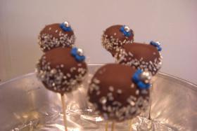 HAUSGEMACHT: Cake - Pops, die kleine Sünde am Stiel !