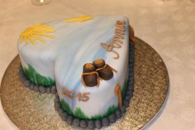 Foto 24 HAUSGEMACHT: Geburtstags - Überraschungs - Torten, die besondere Geschenkidee für besondere Menschen und besondere Gelegenheiten !