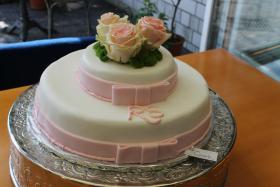 Foto 3 HAUSGEMACHT: Hochzeitstorten ganz individuell und geschmackvoll ! Nicht nur von außen !
