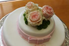 Foto 8 HAUSGEMACHT: Hochzeitstorten ganz individuell und geschmackvoll ! Nicht nur von außen !