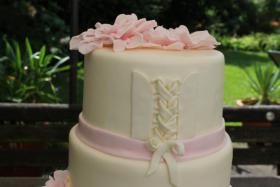 Foto 48 HAUSGEMACHT: Hochzeitstorten ganz individuell und geschmackvoll ! Nicht nur von außen !