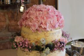 Foto 100 HAUSGEMACHT: Hochzeitstorten ganz individuell und geschmackvoll ! Nicht nur von außen !