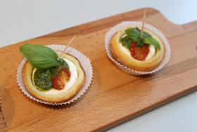 Foto 65 HAUSGEMACHT : Fingerfood, Amuse Gueule, Amuse -  Bouche, herzhafte Mini - Muffins mit Topping nach Wahl.......