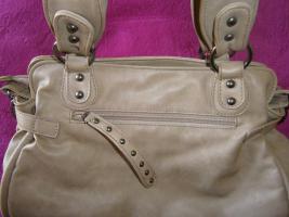 Foto 6 Handtasche neu ungebraucht silberschwarzmetallisch glänzend
