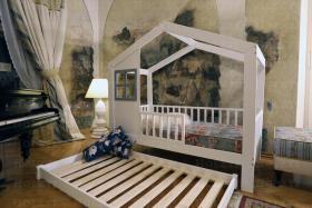 Foto 2 Hausbett Cynia aus Holz mir Barrieren und zweite Bett