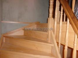 Holztreppe aus Polen, Trepe, Verkleidung von Betontreppe, Bolzentreppen, Treppengeländer