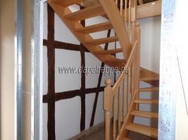 Foto 2 Holztreppe aus Polen, Trepe, Verkleidung von Betontreppe, Bolzentreppen, Treppengeländer