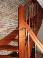Foto 6 Holztreppe aus Polen, Trepe, Verkleidung von Betontreppe, Bolzentreppen, Treppengeländer