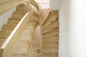 Foto 2 Holztreppen nach Mass, Treppen aus Polen, Massivholztreppen