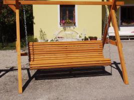 Foto 4 Hoolywoodschaukel  Gartenschaukel 3 Sitzer fertig lasiert