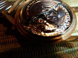 Foto 13 IWC Schaffhausen Herrenarmbanduhr Automatik Gold mit Datum Baujahr 1960