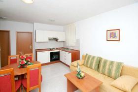 Foto 2 KROATIEN Trogir Ferien-Wohnungen mit Pool und Meerblick