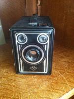 Kamera: Alte Agfa Kamera mit Box.