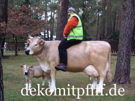 Kauf eine Deko Kuh lebensgross und dazu gratis ein Deko Kalb wie wäre das ...