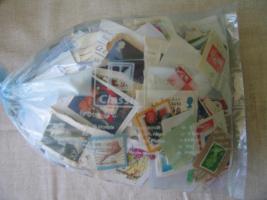 Kiloware Briefmarken ca. 700 Stück meist Europa mit Papier und Stempel