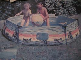 Kinderplanschbecken mit Abdeckplane