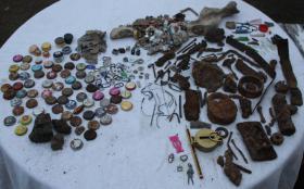 Kinderspielplätze vom gefährlichem Metallschrott befreien