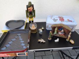 Kiste Weihnachtsdekoration + 1 Krippe mit Figuren + 1 Spieluhr u.v.m