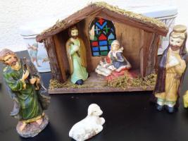 Foto 6 Kiste Weihnachtsdekoration + 1 Krippe mit Figuren + 1 Spieluhr u.v.m