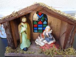 Foto 9 Kiste Weihnachtsdekoration + 1 Krippe mit Figuren + 1 Spieluhr u.v.m