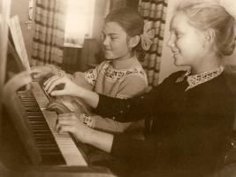 Foto 2 Klavier-, Musiktheorie-, Gehörbildung-, Improvisation-, Kompositionunterricht